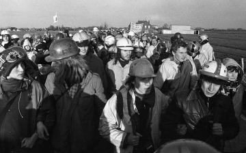 Demonstration gegen das Atomkraftwerk Brokdorf 1977 © Holger Rüdel