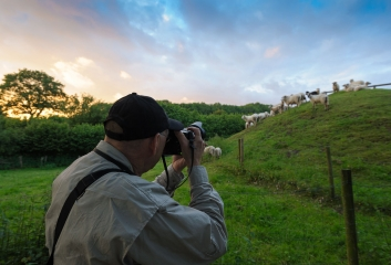 Jim Brandenburg fotografiert in Haithabu © Holger Rüdel