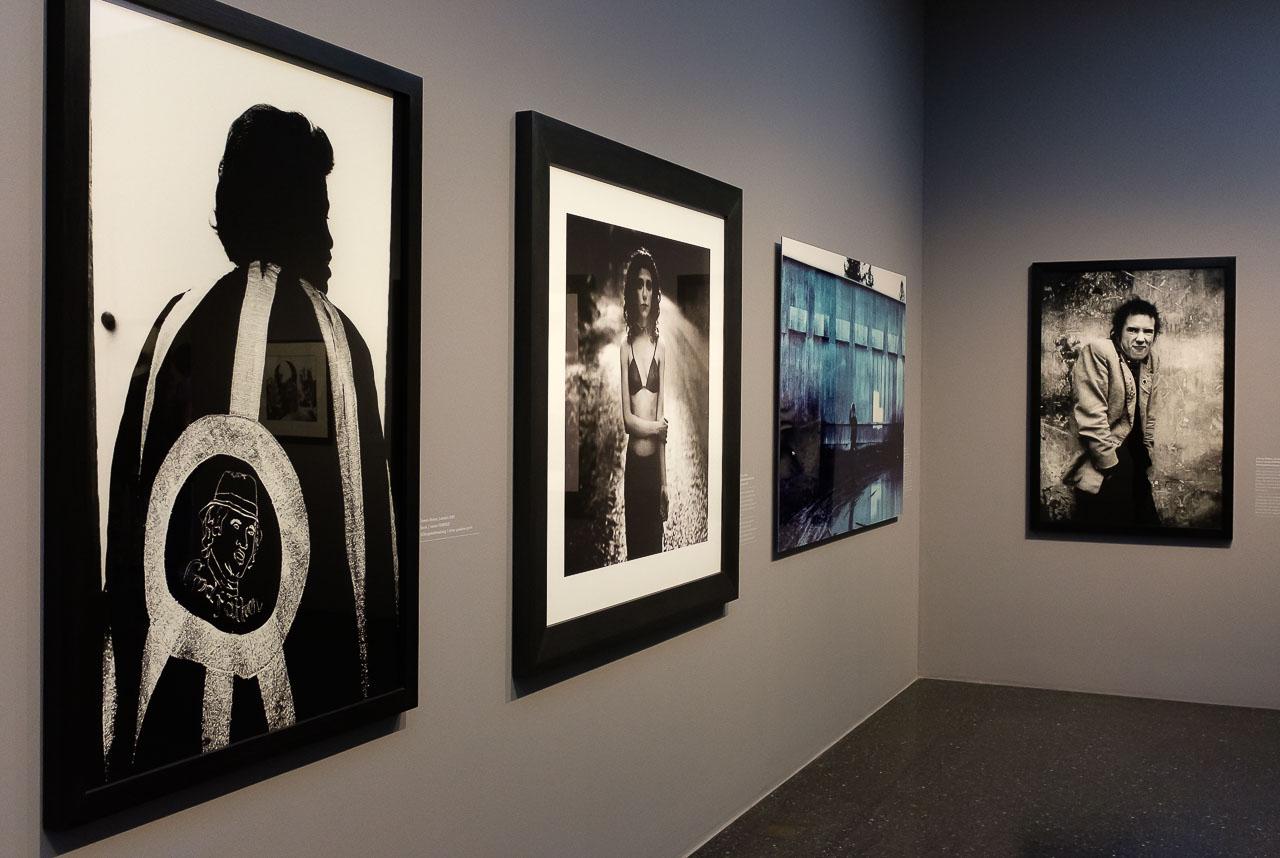 """Blick in den ersten Teil der Ausstellung """"Anton Corbijn. The Living and the Dead"""" im Bucerius Kunst Forum in Hamburg 2018"""