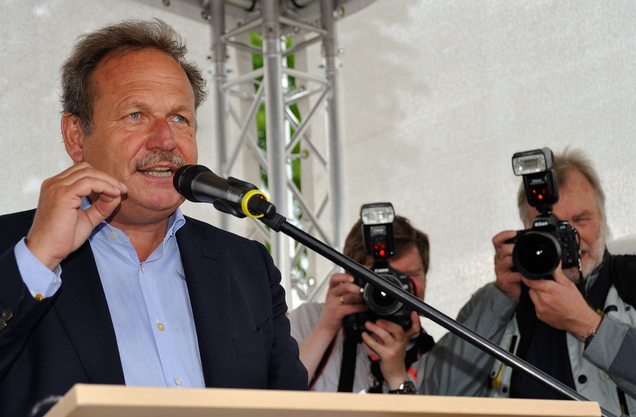 1.500 Menschen beteiligten sich am 30. Juni 2012 an der ver.di-Solidaritätsdemonstration in Kiel. Bei der Abschlusskundgebung sprach der ver.di-Vorsitzende Frank Bsirske.