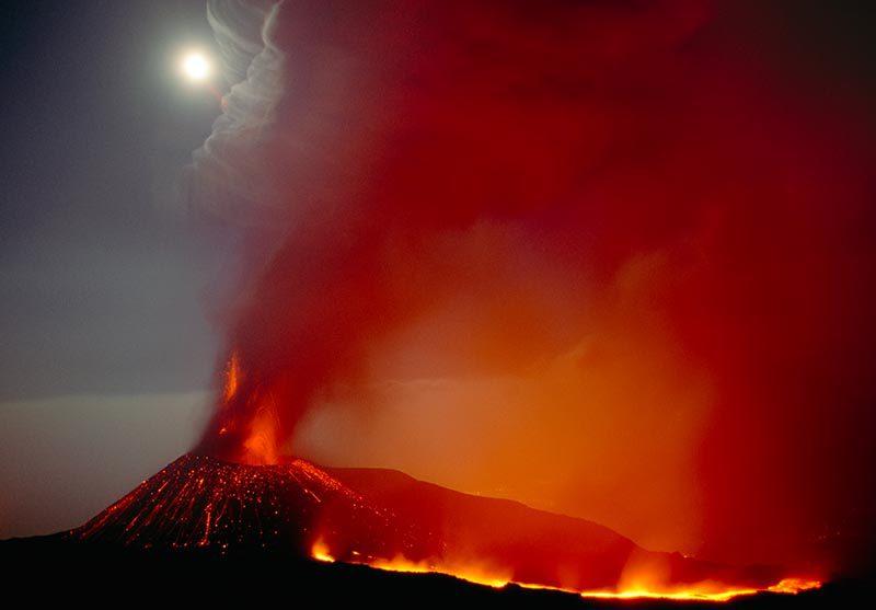 Ausbruch des Ätna © Art Wolfe/ Art Wolfe Stock