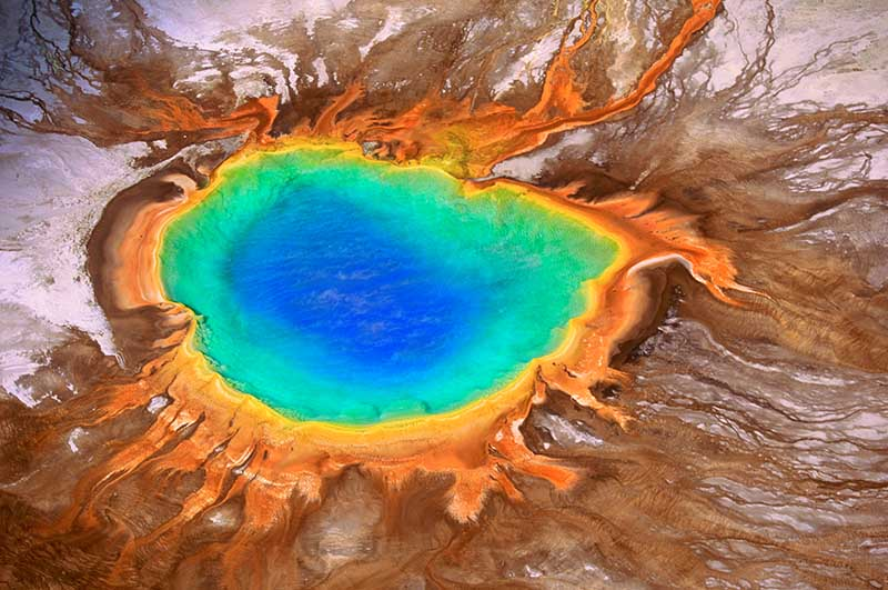 Grand Prismatic Spring im Yellowstone Nationalpark aus der Luft © Art Wolfe / www.artwolfe.com
