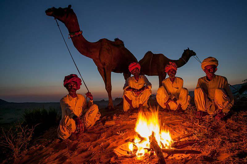 Lagerfeuer, Pushkar-Fest, Rajasthan, Indien © Art Wolfe/ Art Wolfe Stock