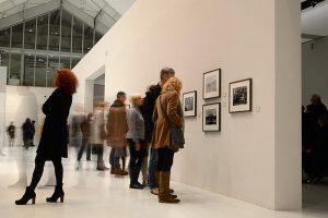 n der Ausstellung AUGEN AUF! – 100 JAHRE LEICA FOTOGRAFIE Deichtorhallen Hamburg © Holger Rüdel