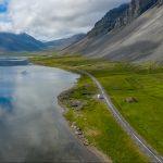 Fahrt entlang der Fjordküste von Ostisland (Austurland), hier mit einem Stopp am Lónsfjördur.