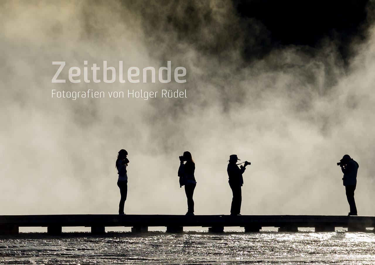 """Cover des Katalogs """"Zeitblende. Fotografien von Holger Rüdel"""" mit dem Titelmotiv der gleichnamigen Ausstellung. 44 Seiten im Format DIN A4 quer mit 128 Abbildungen. Preis: 5,00 EUR. Erhältlich im Buchhandel oder direkt über photo@holger-ruedel.de"""