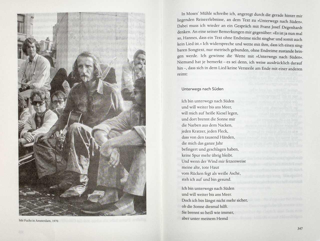 Seite 346 der Autobiographie von Hannes Wader: Der Autor im Sommer 1970 in Amsterdam. Foto: Holger Rüdel