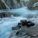 """Der Brúarfoss (dt. """"Brückenwasserfall"""") ist ein Wasserfall im Süden von Island. Die Brúará stürzt hier in zwei Stufen um zusammen 5 Meter in die Tiefe."""