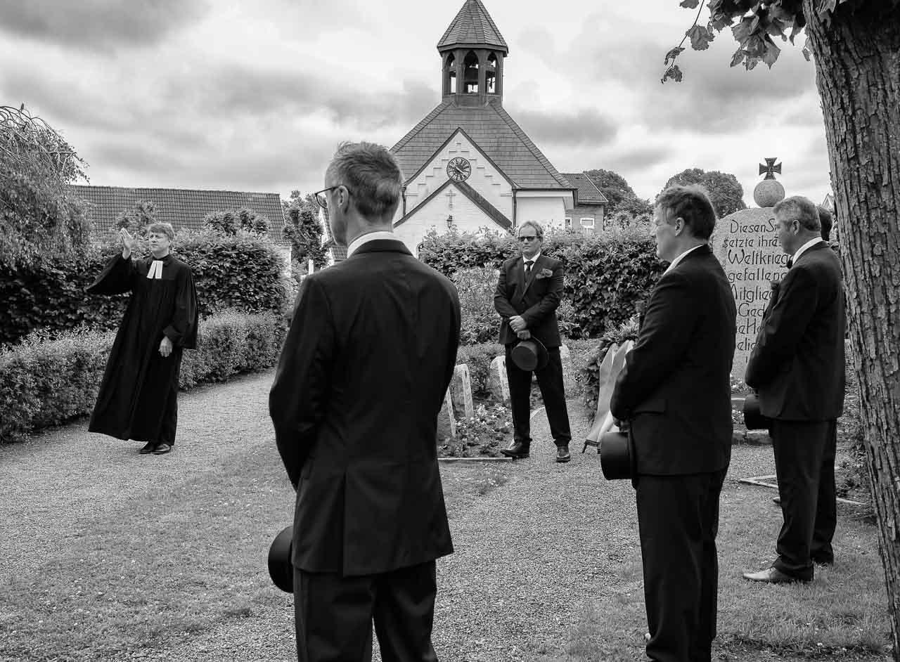 Wegen der COVID-19-Pandemie konnte das jährliche Fest der Holmer Beliebung in Schleswig 2020 nicht im üblichen Rahmen stattfinden. Die traditionelle Veranstaltung blieb auf eine würdevolle Totenehrung am 14.6.2020 auf dem Friedhof der Fischersiedlung beschränkt.