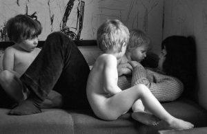 Szene aus einem antiautoritären, von Studenten gegründeten Kinderladen in Kiel 1970 © Holger Rüdel