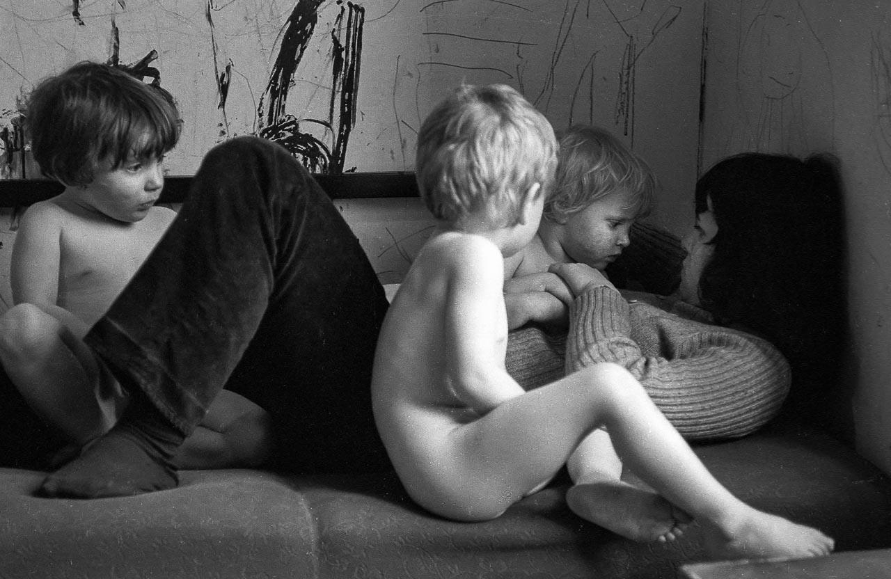 Szene aus einem antiautoritären, von Studenten gegründeten Kinderladen in Kiel 1970