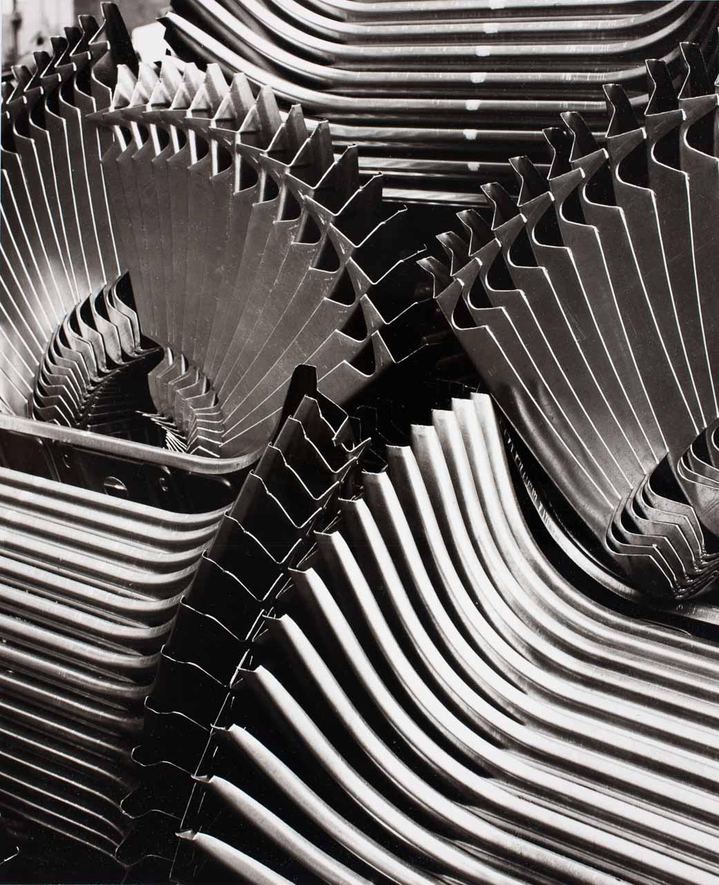 Peter Keetman: Vordere Abschlussbleche, aus der Serie: Eine Woche im Volkswagenwerk, Wolfsburg 1953, Münchner Stadtmuseum © Stiftung F. C. Gundlach, Hamburg