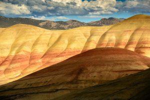 """Die Painted Hills sind eines der """"sieben Wunder"""" des Bundesstaates Oregon im Nordwesten der USA. Die einzigartigen Farben der Erdschichten entstanden vor mehr als 35 Millionen Jahren durch Vulkanausbrüche und Klimaveränderungen."""