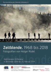 """Das Plakat zur Ausstellung """"Zeitblende. 1968 bis 2018. Fotografien von Holger Rüdel"""" im Stadtmuseum Schleswig"""