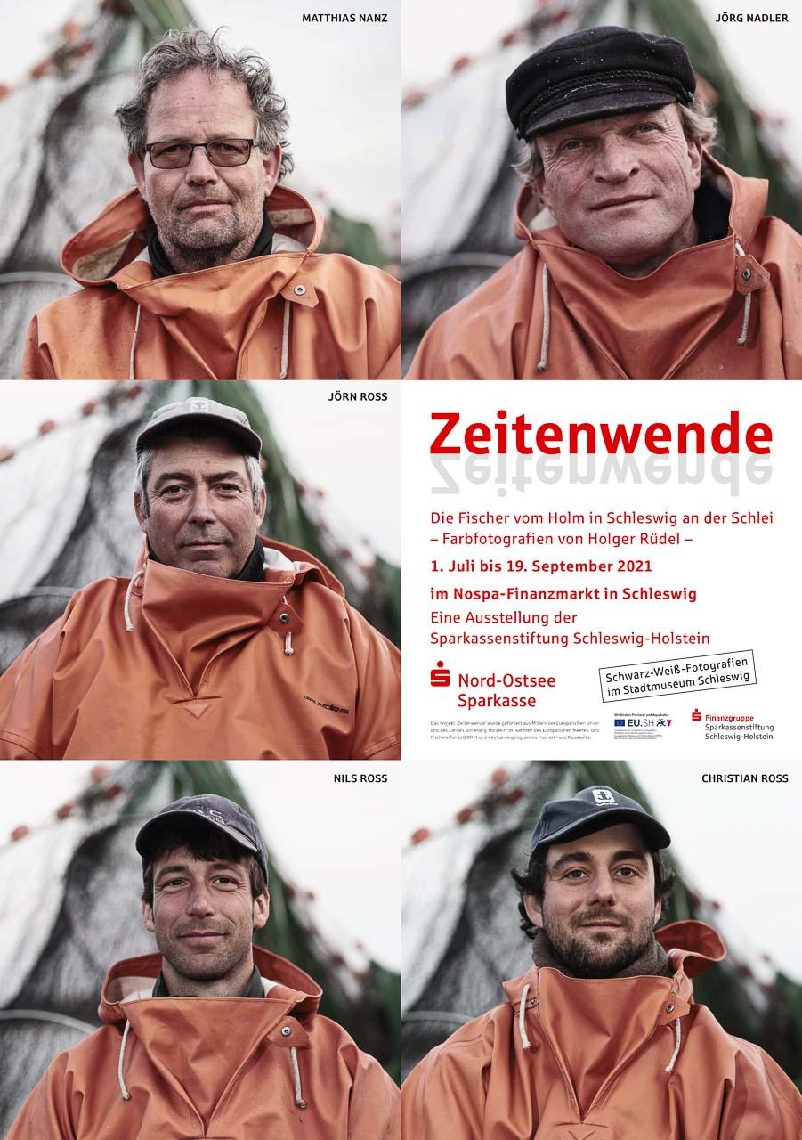 """Plakat zur Ausstellung """"Zeitenwende. Die Fischer vom Holm in Schleswig an der Schlei. Farbfotografien von Holger Rüdel"""""""