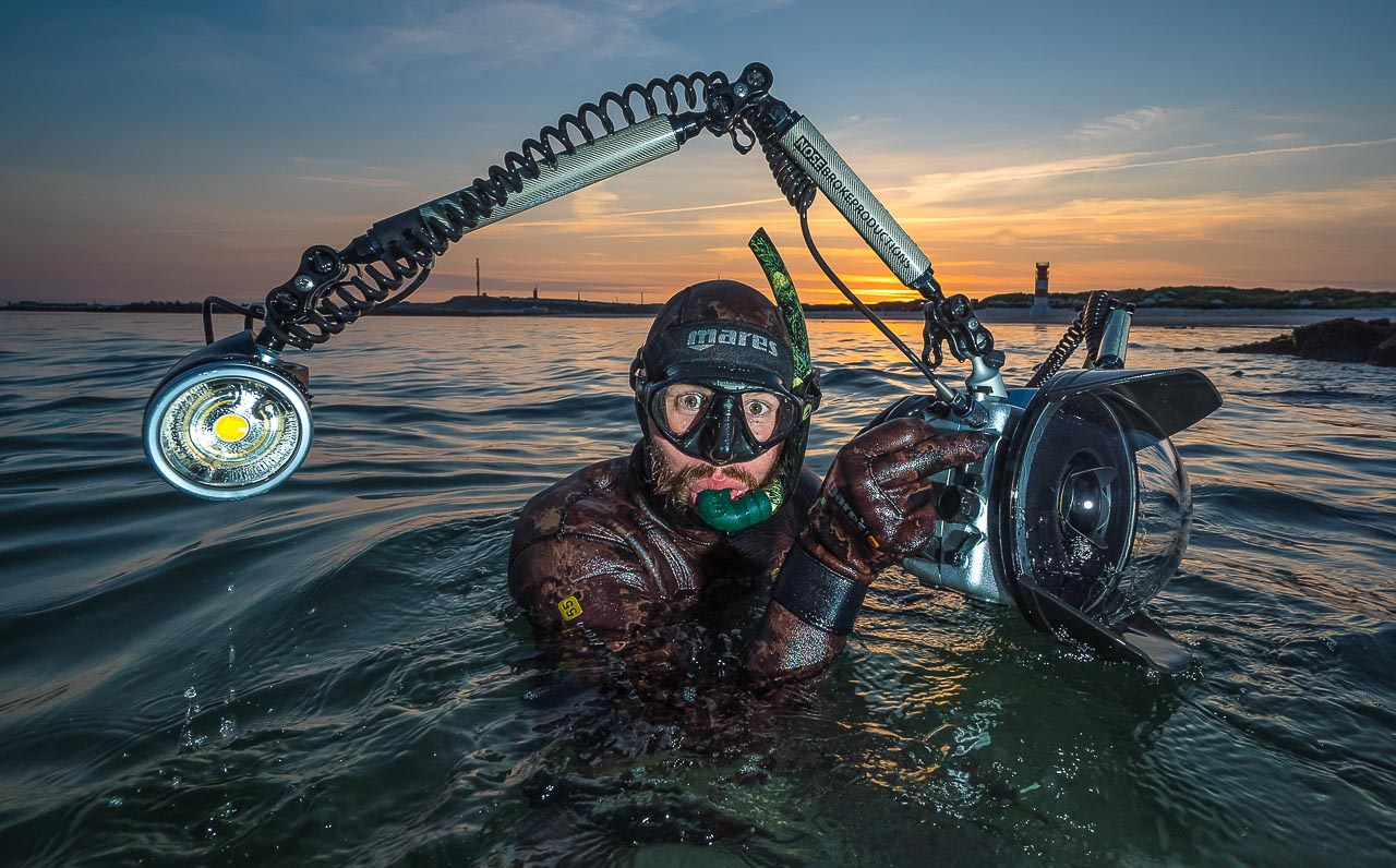 Robert Marc Lehmann ist aufgetaucht! Die Aufnahme entstand in den Gewässern vor Helgoland. © Uli Kunz