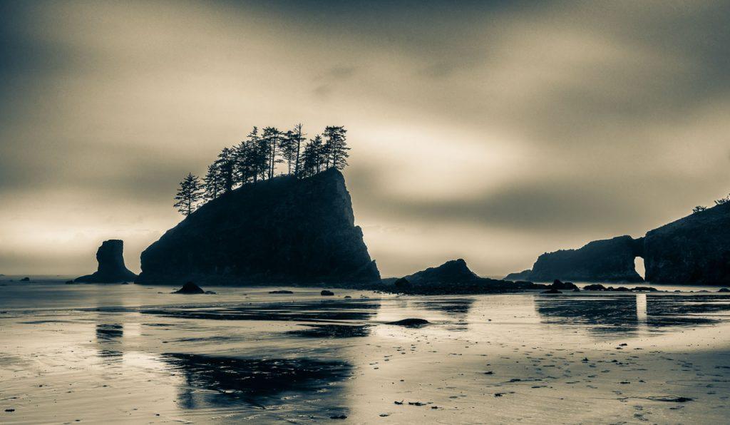 Second Beach gilt als einer der eindrucksvollsten Strände an der Pazifikküste der USA. Er liegt südlich der Siedlung La Push im Olympic National Park und ist Teil der Quileute Indian Reservation.