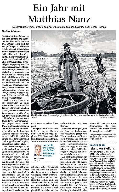 """Am 29. November 2019 berichteten die """"Schleswiger Nachrichten"""" über den Start der Langzeit-Bildreportage """"Matthias Nanz – ein Fischer an der Schlei"""" von Holger Rüdel."""