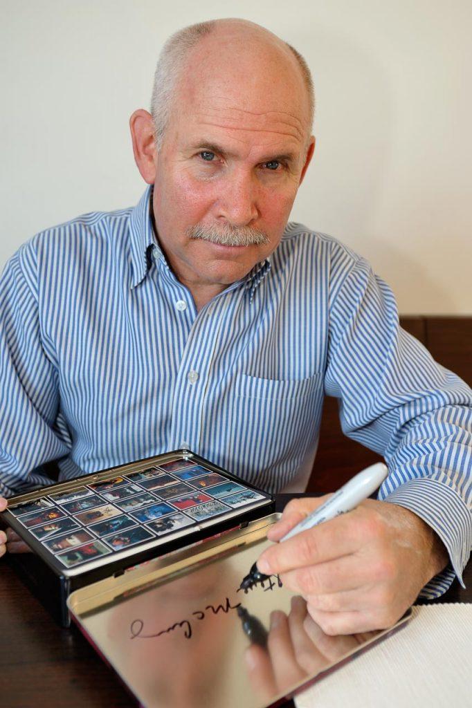 Steve McCurry bei einer Signierstunde im Februar 2009 in Schleswig nach der Eröffnung seiner weltweit ersten Retrospektive.