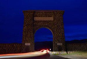 Tor des Nordeingangs zum Yellowstone Nationalpark © Holger Rüdel www.holger-ruedel.de